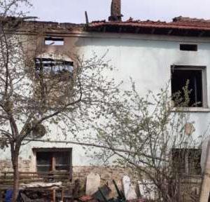 В село Девене събират дарения за семейство, което загуби дома си при пожар