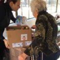 """Доброволци от Мисия """"Направи Добро"""" зарадваха самотни стари хора в община Кнежа"""