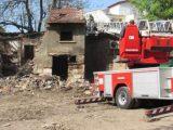 Клошар предизвика пожар в частен имот, палил огън да се стопли