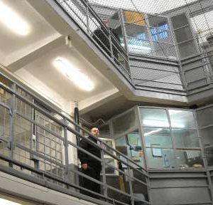 Ще назначат още 200 надзиратели в затворите