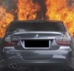 Драснаха клечката на лека кола във Видин, пламъците са я унищожили напълно