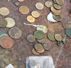 Откриха 264 старинни монети и боеприпаси в частен дом в Селановци